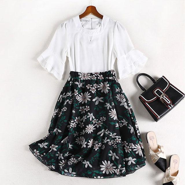 フリル袖が清楚可愛いブラウス×花柄スカート★