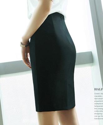バックファスナーのベーシックなタイトスカート★
