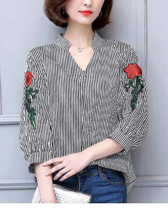 袖にエレガントな薔薇刺繍。ストライプのスキッパーブラウス★