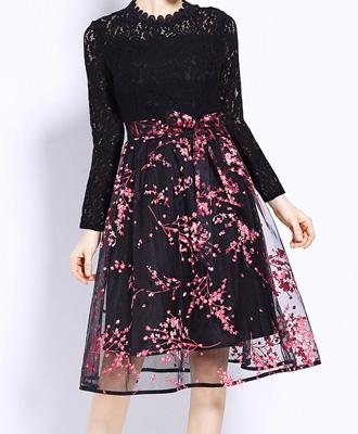パッと華やぐ可愛さ♪花柄刺繍の着痩せスカート★