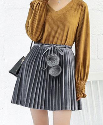 モテITEM☆ポンポン付のベロアプリーツスカート★