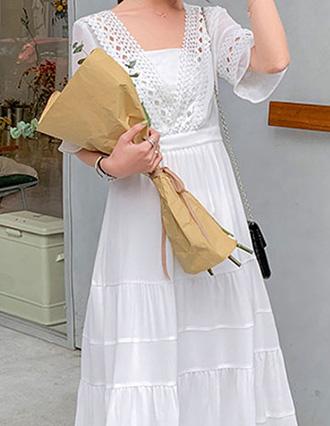 雰囲気のある女性に。レトロな襟付きワンピース★