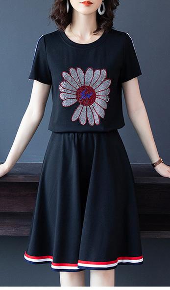 さりげない透け感の星柄刺繍ワンピース(インナー付)★