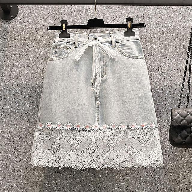 デニムを可愛く取り入れる♪お花飾り&裾レーススカート★