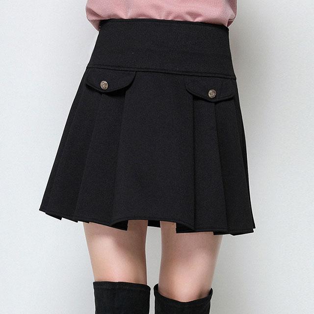 ポケット飾りがアクセント。ガーリーフレアスカート★